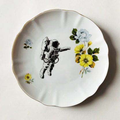 Wandteller-Astronaut-03